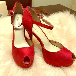 Red Stylish 4.5 inch pumps. EXCELLENT CONDITION!